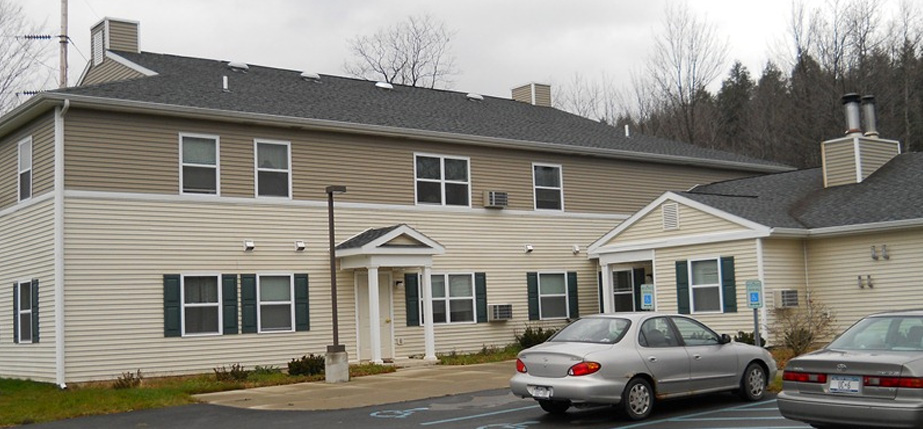 An image of the convenient Windham Willows Apartments